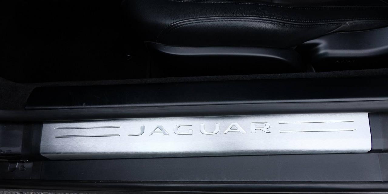 JAGUAR F-TYPE COUPE F-Type Coupé V6 3L Essence Suralimenté 340 ch BVA8 08/09/2016                                                      en vente à Grésy-sur-Aix - Image n°21