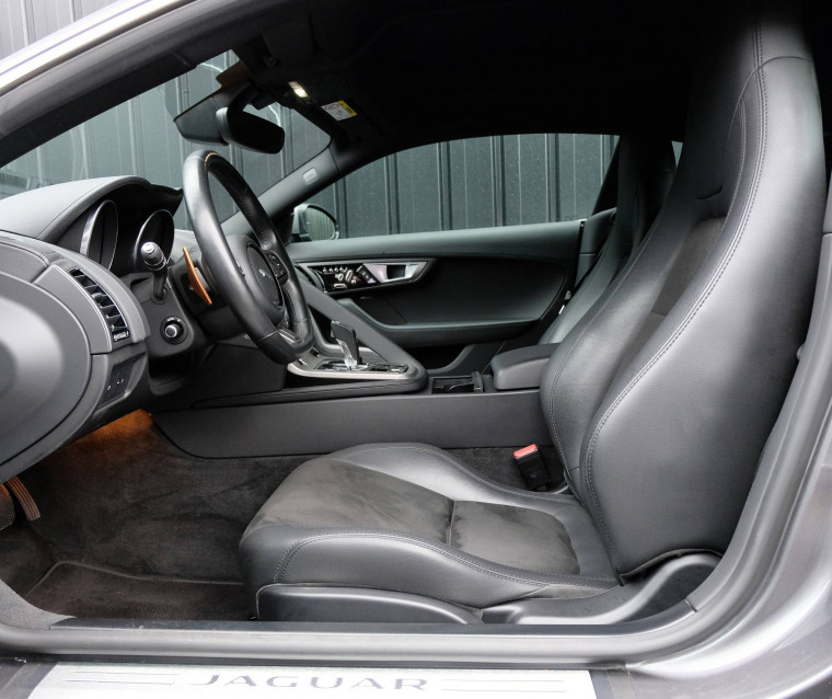 JAGUAR F-TYPE COUPE F-Type Coupé V6 3L Essence Suralimenté 340 ch BVA8 08/09/2016                                                      en vente à Grésy-sur-Aix - Image n°19