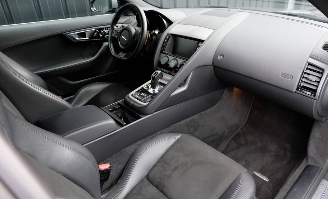 JAGUAR F-TYPE COUPE F-Type Coupé V6 3L Essence Suralimenté 340 ch BVA8 08/09/2016                                                      en vente à Grésy-sur-Aix - Image n°27