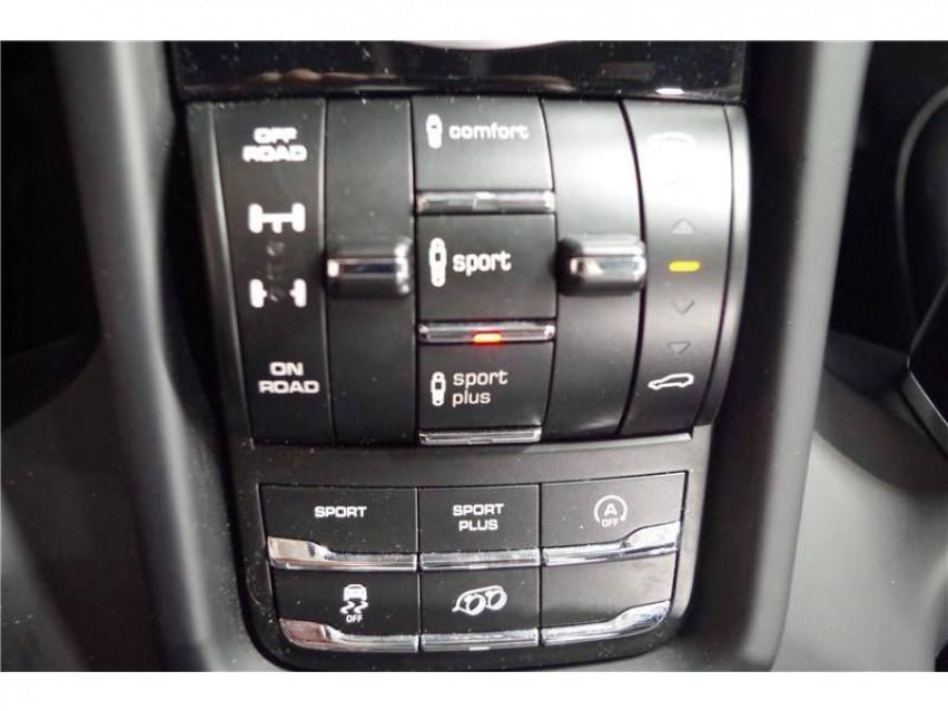 PORSCHE CAYENNE Cayenne 3.6 V6 440 ch GTS Tiptronic A 16/08/2017                                                      en vente à La Motte-Servolex - Image n°19