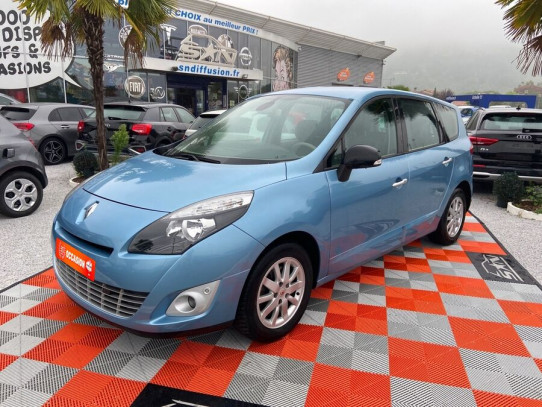 Acheter RENAULT Grand Scenic III 1.9 DCI 130 EXCEPTION 7PL + ATTELAGE chez SN Diffusion