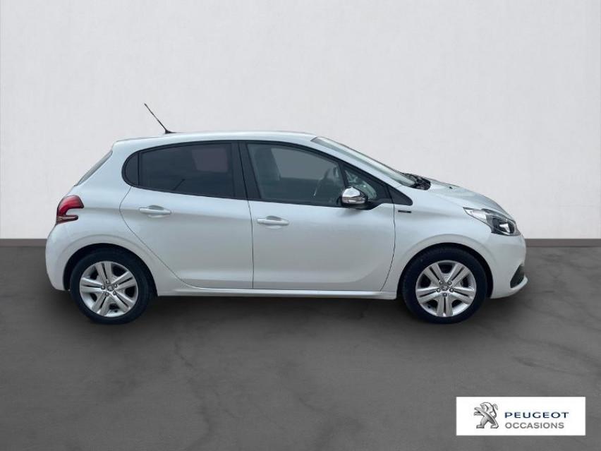 Photo voiture PEUGEOT 208 1.2 PureTech 82ch E6.c Signature 5p     occasion en vente à Narbonne à 12990 euros