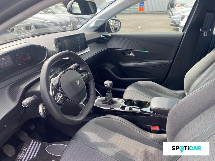 Photo voiture PEUGEOT 208 PureTech 100 S&S BVM6 Allure     occasion en vente à Rodez à 18489 euros