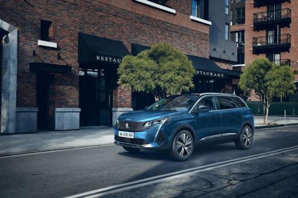 Photo voiture PEUGEOT 5008 Nouveau SUV 5008 GT BlueHDi 130 S&S EAT8     occasion en vente à Rodez à 38990 euros
